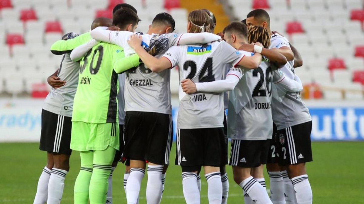 Golcüsüz kalan Beşiktaş'ın yeni santrforu kim olacak?