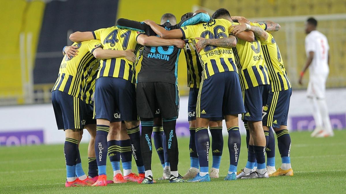 Fenerbahçe'de büyük temizlik! 7 futbolcu ile yollar ayrılıyor