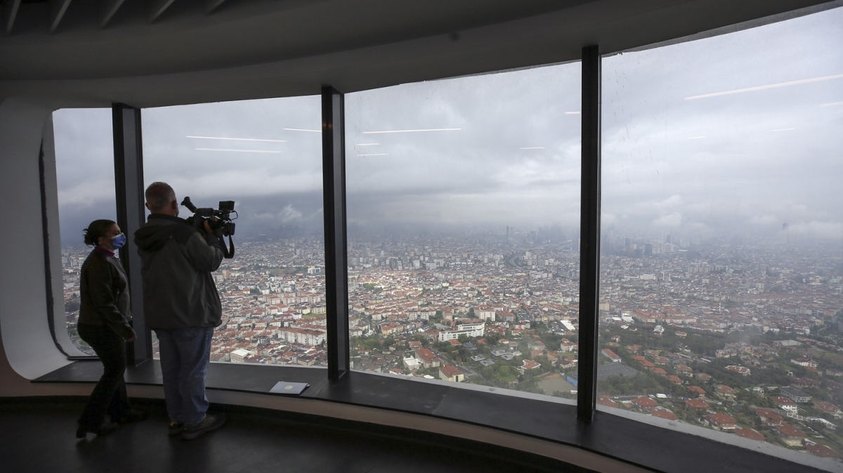 İstanbul'un en yüksek yapısı Çamlıca Kulesi'nin ilk ziyaretçileri gazeteciler oldu