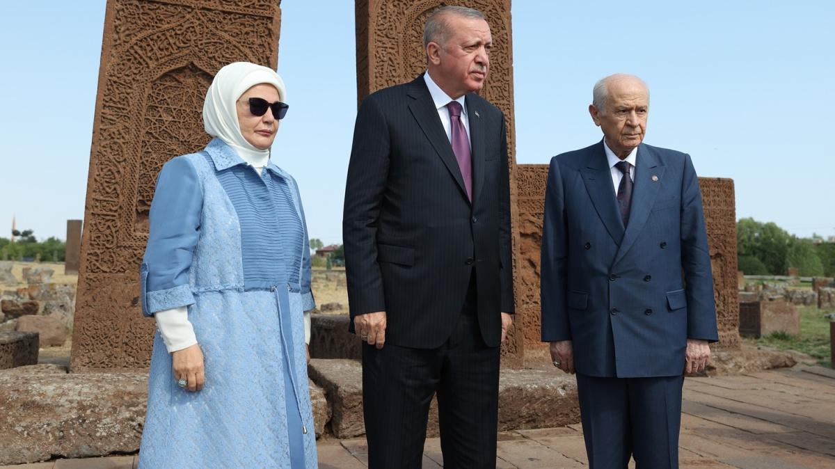 Cumhurbaşkanı Erdoğan ve Bahçeli'den Ahlat mezarlığına ziyaret
