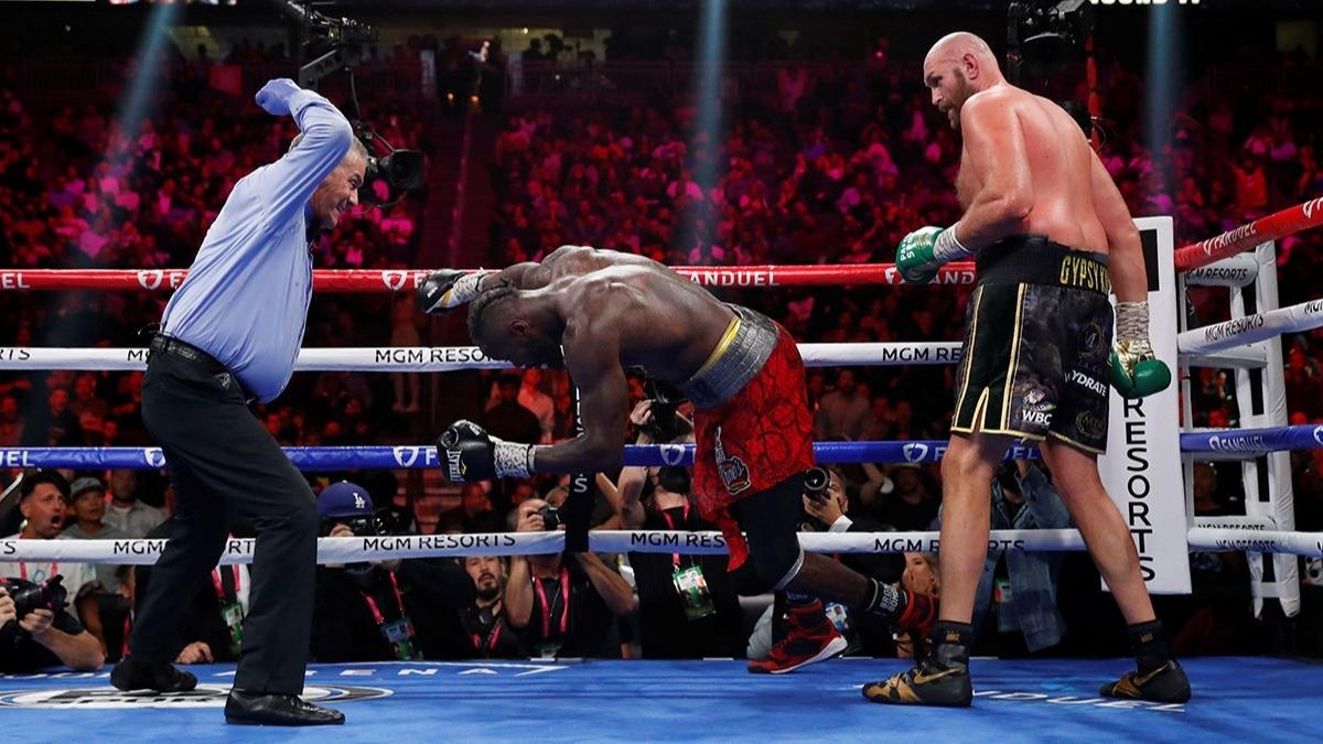 Tyson Fury, Deontay Wilder'ı perişan etti!
