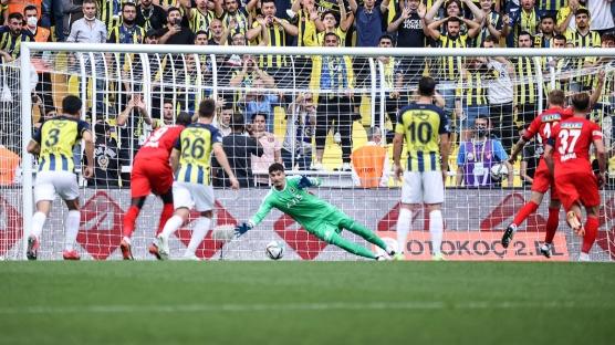 Fenerbahçe'deki ayrılık Altay Bayındır'ı yaktı!