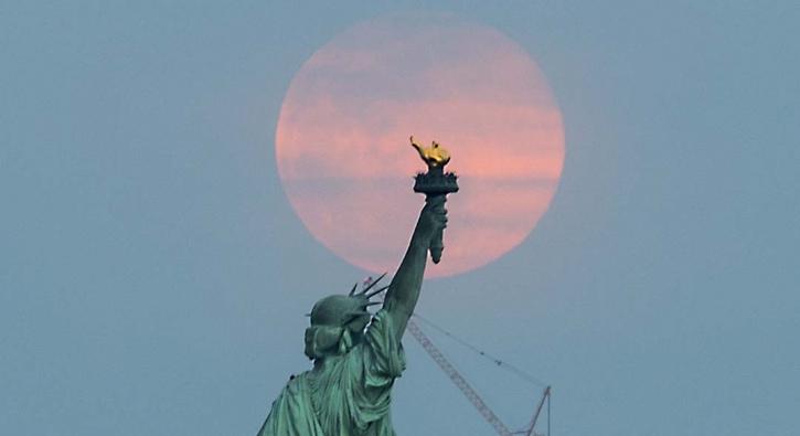 2019 yılının son 'Süper Ay'ından göz kamaştıran kareler
