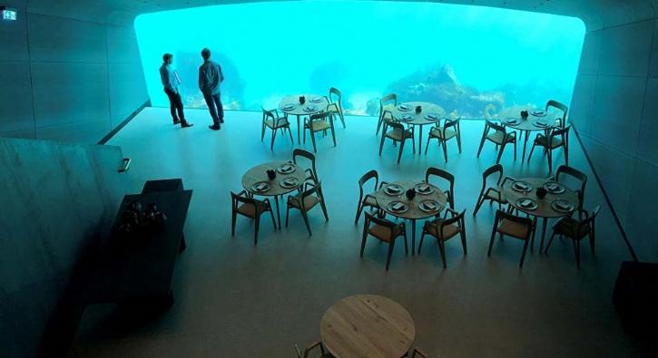 Avrupa'nın ilk denizaltı restoranı açıldı