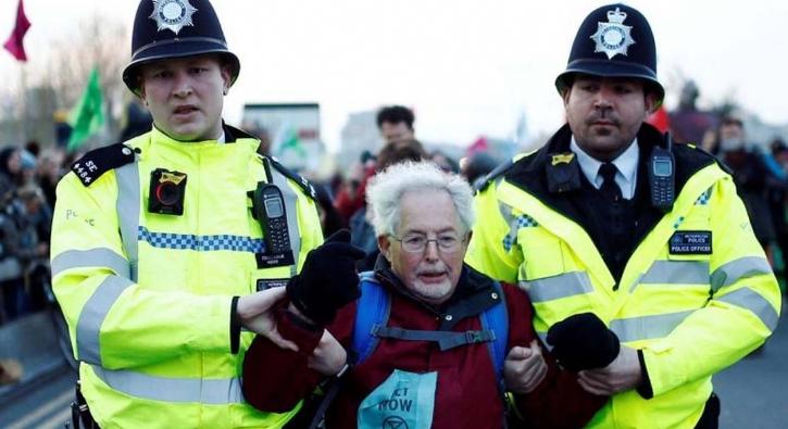 Londra'daki çevreci eylemde gözaltı sayısı 750'yi geçti