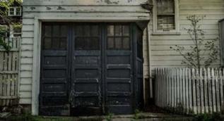 Satın aldığı evin garajından çıkan şeye inanamadı!