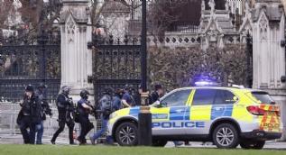 İngiliz Parlamentosu önünde 12 kişi silahla yaralandı