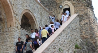 Bir bölümü ziyarete açıldı turist akınına uğradı