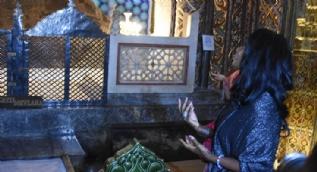 Dünyaca ünlü şarkıcı Mevlana Müzesi'ni ziyaret etti