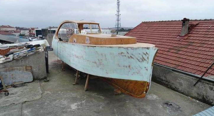 Milyonluk tekneyi çatıda yapıyor!
