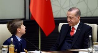 Cumhurbaşkanı Erdoğan, Külliye'de çocukları ağırladı