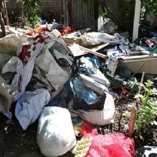 'Çöp Ev' 5.kez temizlendi! 2 kamyonet çöp çıktı