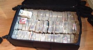 Bir bavul dolusu para çıktı