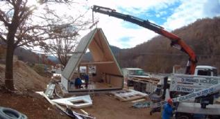 6 saatte evini inşa etti