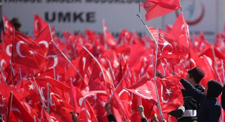 İstanbul'da insan seli... Büyük mitingde muhteşem kalabalık