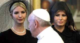 Melania Trump  Vatikan'da başını örttü