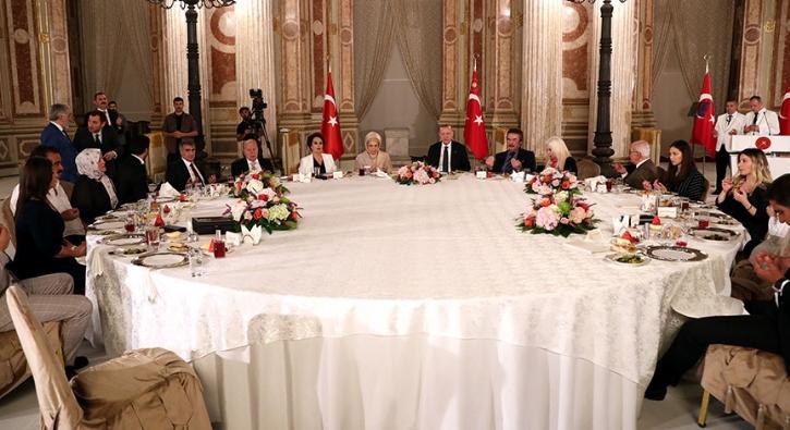 Başkan Erdoğan, sanatçı ve sporcularla iftarda bir araya geldi