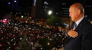 Cumhurbaşkanı Erdoğan balkon konuşması yaptı