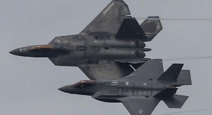 İşte F-35'leri 'it dalaşında' ezen F-22 Raptor