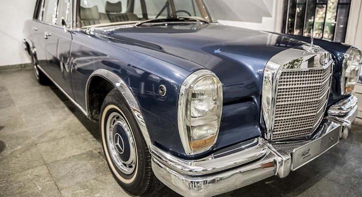 'Şah'ın araba koleksiyonundan göz kamaştırıcı araçlar