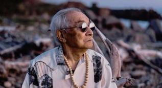 Torunun kıyafetlerini giydi 84 yaşında fenomen oldu!