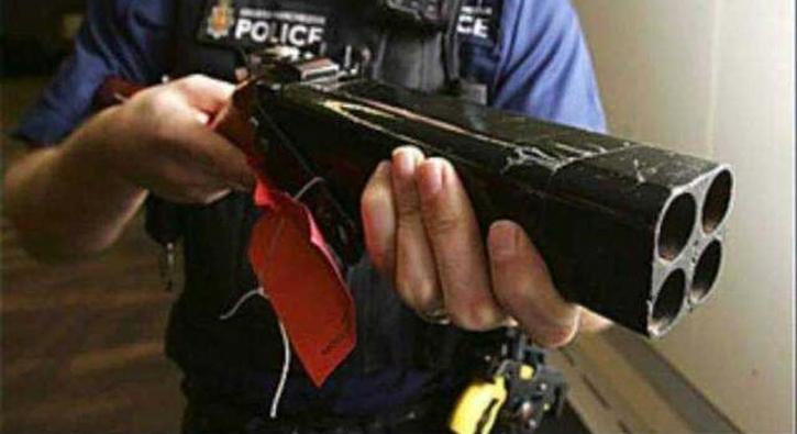 Polis baskınlarda ele geçirilen şaşırtıcı silahlar
