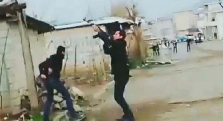Hakkari'de silahını alan ateş açtı