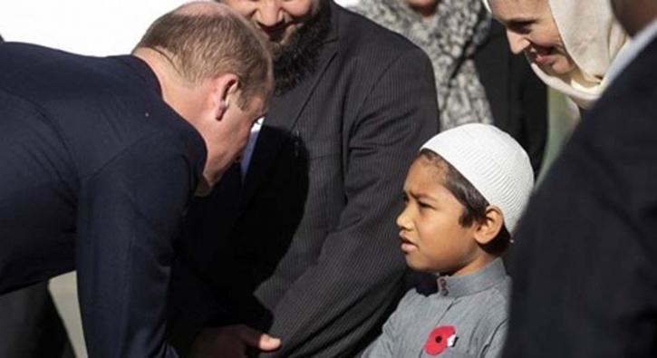 Prens 'Nur Camii'ni ziyaret etti