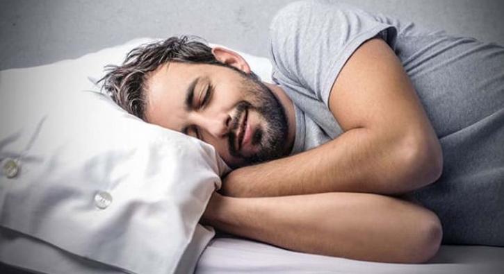 Sıcak havalarda nasıl uyuyabiliriz? Uzmandan 20 önemli tüyo