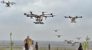 Drone ile tarım arazisi ilaçlamaya başladılar