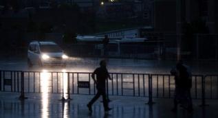 İstanbul'da şiddetli yağış böyle görüntülendi