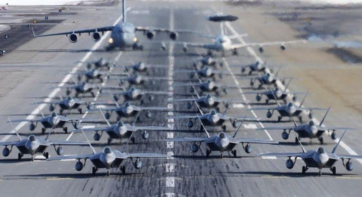 ABD'nin kimseye satmadığı F-22 Raptor'lardan fil yürüyüşü