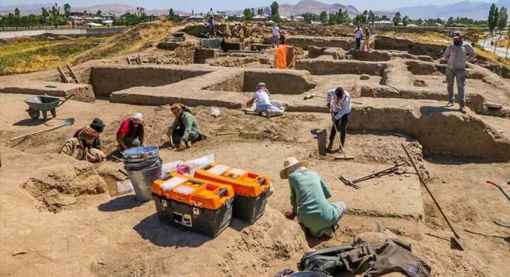 2 bin 700 yıllık sıra dışı iskelet!