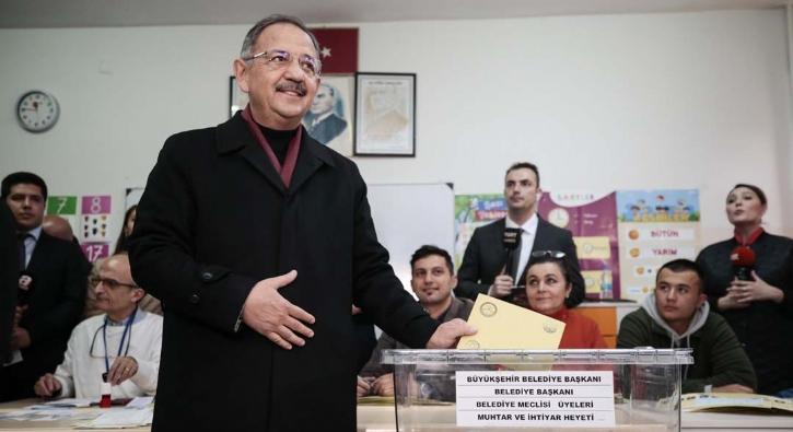 Mehmet Özhaseki Ankara'da oyunu kullandı