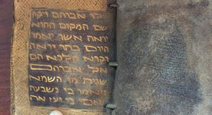 Adana'da ele geçirildi: Ceylan derisi üzerine altın yazmalı