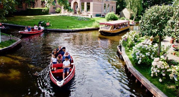 Venedik havasını İtalya'ya gitmeden yaşatan köy: Giethoorn